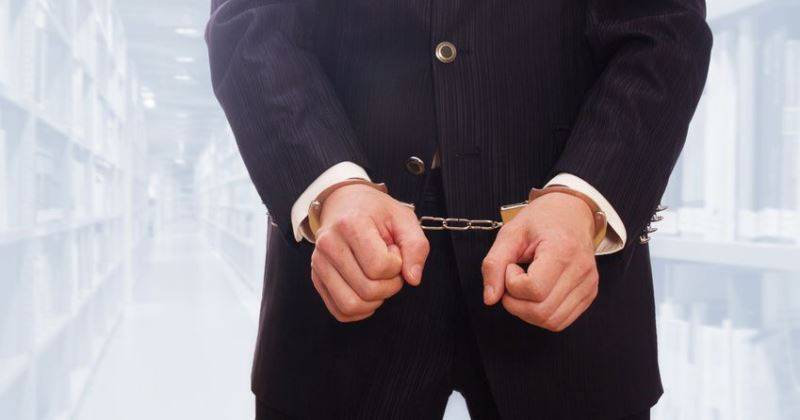 Kary bezwzględnego więzienia dla białych kołnierzyków